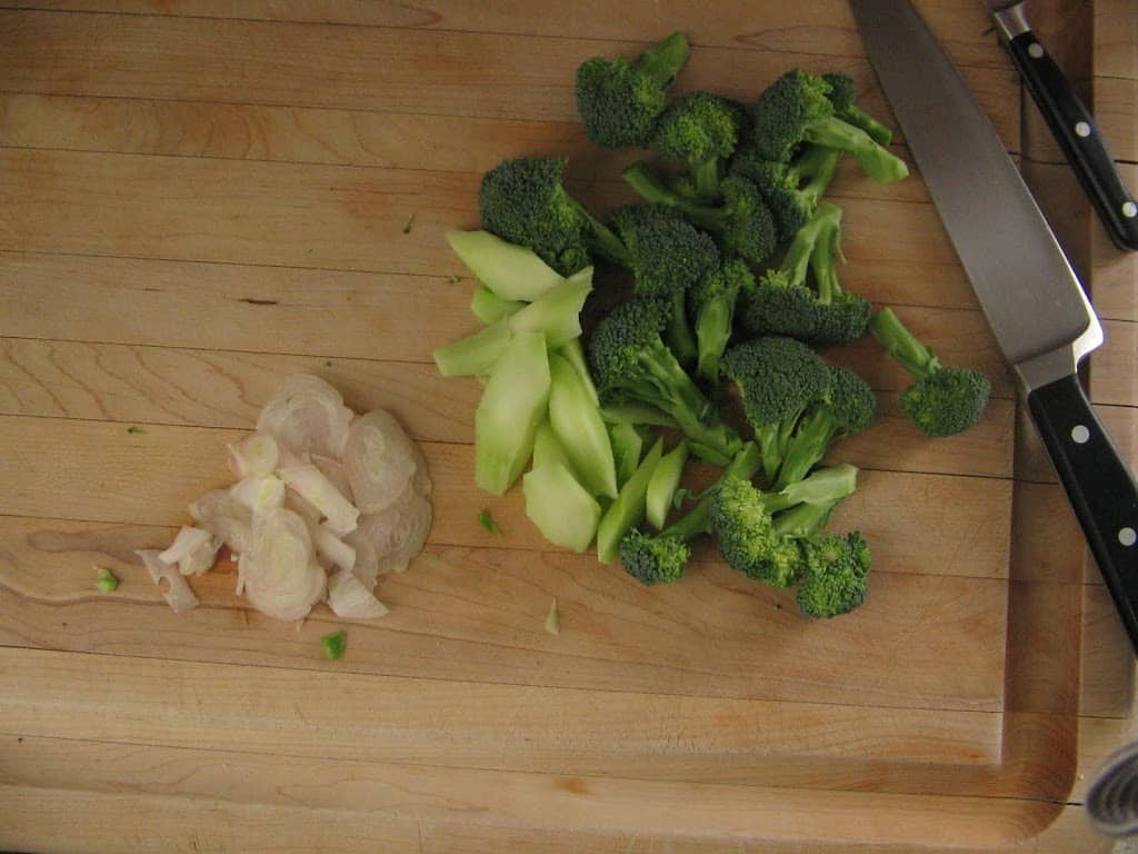 This simple sauteed broccoli is an easy side dish that goes perfectly with just about anything including steak, fish, or just a bowt of rice! #simple #sauteedbroccoli #sidedish #healthysidedish #easysidedish