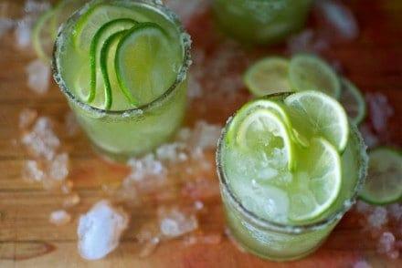 Cucumber Mezcal Margaritas Recipe #cucumbermargarita #cucumbermezcalcocktail #mezcalmargarita #cucumbercocktail #mezcal