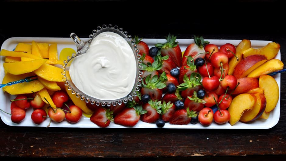 This sour cream fruit dip is sweetened with brown sugar and a touch of vanilla and given the perfect balance with sour cream. Great for any brunch, birthday or BBQ. #sourcreamfruitdip #easyfruitdip #besteverfruitdip