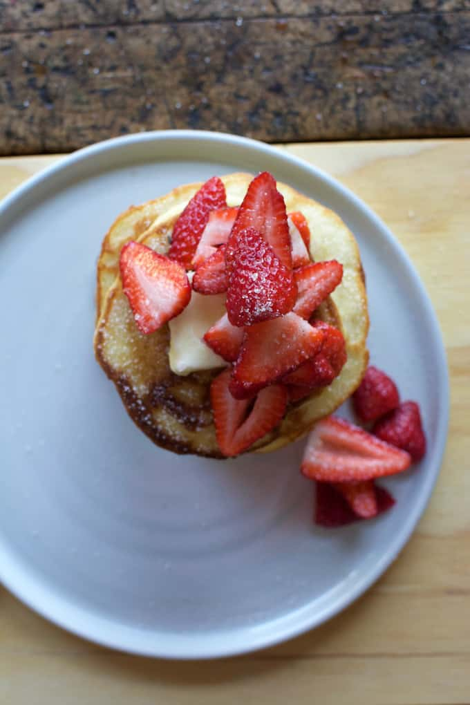 masa harina pancakes with vanilla sugar strawberries recipe