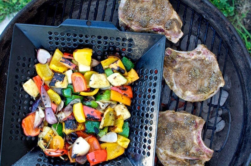 summer grilling party menu and tips that will have you partying from Memorial Day to Labor Day. #summerentertaining #drinkideas #drinkstation #summerideas #easyentertaining