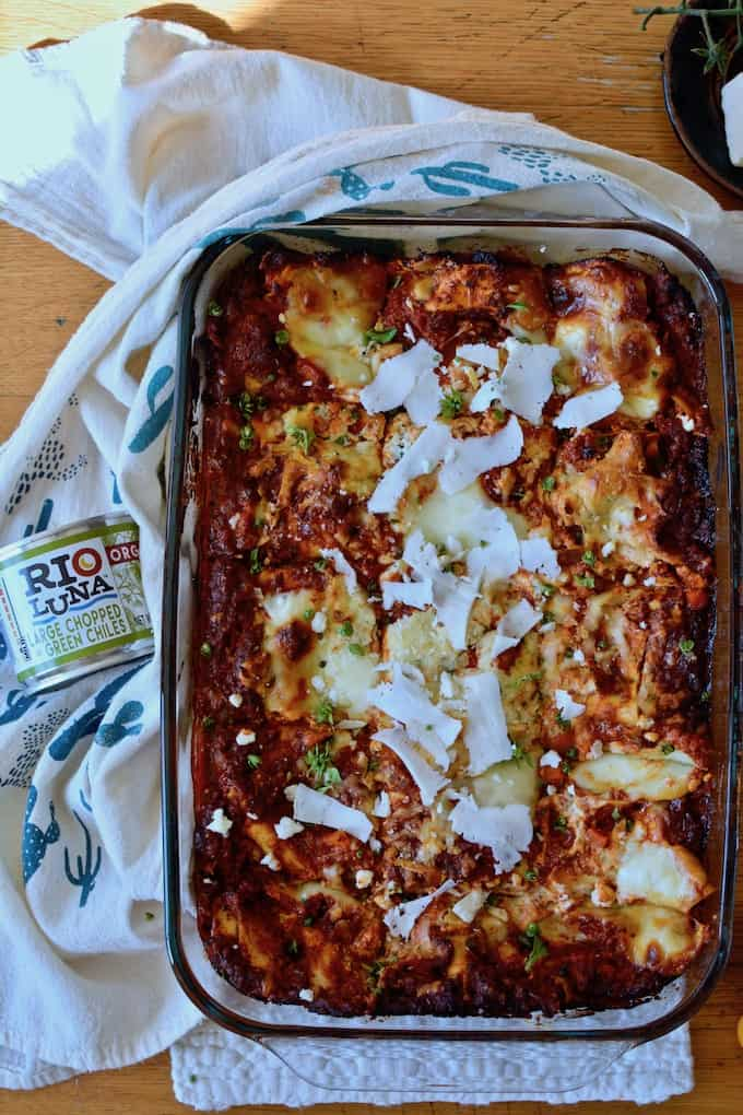 Rio Luna Organic Green Chiles and Chorizo Bolognese are the stars of this Mexican Lasagna. #ad #mexicanlasagna #holajalapeno #riolunaorganic
