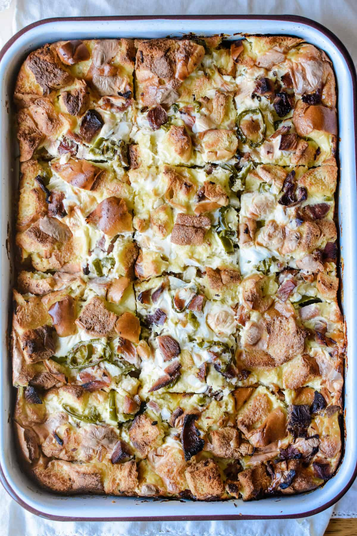 How to make a Mexican-style ham and cheese breakfast casserole that has all the flavors of a Torta de Jamón or ham and cheese sandwich. Not only does this great for feeding a crowd for a big holiday brunch, but it also uses up leftover ham you may have from previous get-togethers. Simple and EASY! #ad #breakfastcasserole #ham #eggcasserole